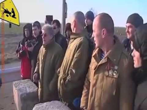 Провокаторы автомайдановцы решили попотчить Беркут печенюшками   не прокатило (видео)