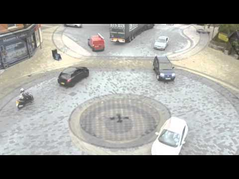 Video: Amazing Video: City Gets Rid of Traffic Signals, Accidents and Congestion Go DOWN!