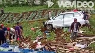Video Kecelakaan beruntun di puncak ciloto Bogor (30 april 2017) MP3, 3GP, MP4, WEBM, AVI, FLV Februari 2018