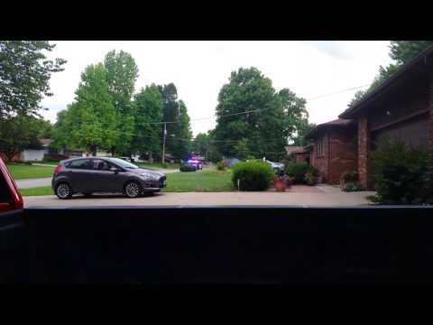 Springfield MO guy takes off running from the cops