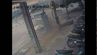 Narathiwat Thailand  City pictures : Bomb disposal expert survives car blast in Narathiwat Thailand