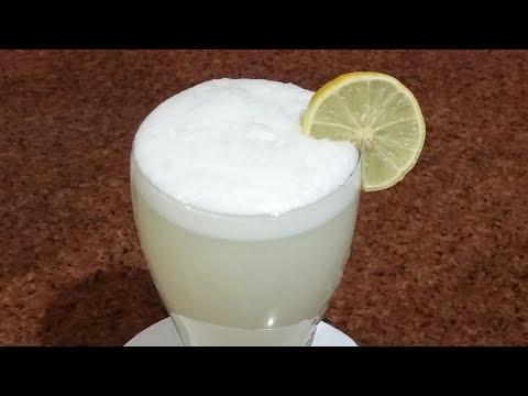 العرب اليوم - شاهد:تحضير عصير الليمون بطريقة الكافيهات