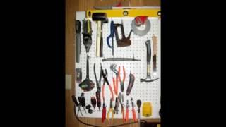 Оганайзер для гаража можно сделать своими руками. Для того что бы был порядок в вашем гараже необходим органайзер, куда можно поместить все ваши инструменты. Идеи для гаража вы можете увидеть на нашем ролике. Здесь размещен мастер класс как сделать органайзер для инструментов.