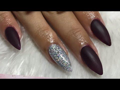 Uñas acrilicas - Uñas acrílicas en punta STILETTO / uñas color uva con glitter