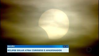 Moradores de Bauru se reúnem para apreciar eclipse solar