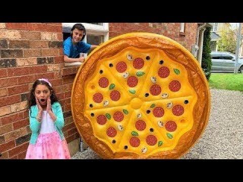 बच्चे पिज्जा फूड टॉय के साथ खेलने का दिखावा करते हैं  |  Heidi & Zidane Hindi fairy tales
