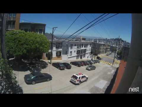 Armed robbery in broad daylight, plain-clothes cop save the day