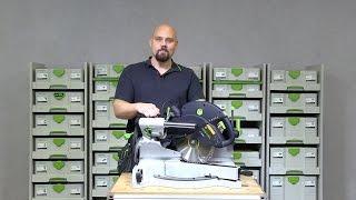 Vores produktspecialist, Matthias, demonstrer kap-/geringssaven KAPEX KS 60.