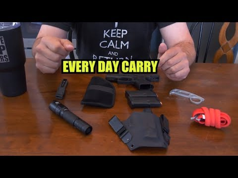 A Cop's Every Day Carry (EDC) | Mike the Cop (видео)