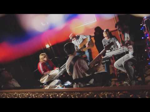 """klip promujący """"DRUGĄ PŁYTĘ"""" premiera 11.02.2010r.Teledysk do """"Prostej Piosenki"""" zespołu Poluzjanci został zrealizowany przez Krzysztofa Myszkowskiego w lokalu o nazwie """"Apsters"""".Życzeniem zespołu było dokumentalne zobrazowanie tego co najważniejsze, czy"""