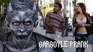 Video Gargoyle Statue Prank MP3, 3GP, MP4, WEBM, AVI, FLV November 2017