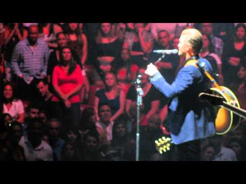 Justin Timberlake Performs NSYNC's 'Gone' At Concert