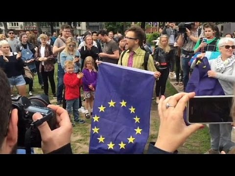 Βρετανία: Εξέγερση του φιλοευρωπαϊκού στρατοπέδου μετά το Brexit
