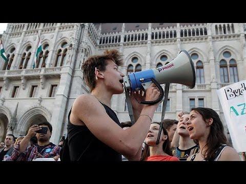 Χιλιάδες διαδήλωσαν στη Βουδαπέστη υπέρ του πανεπιστημίου του Σόρος