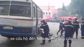 Giải Cứu Hàng Chục Người Mắc Kẹt Trong Vụ Cháy Xe Khách