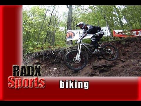 Mountain Bike Racing Thru the Mud