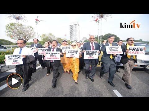 Ahli parlimen pembangkang berarak ke Bukit Aman desak bebas Maria Chin