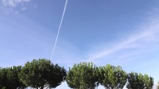 Sol, avión y nubes - Time Lapse (HD)
