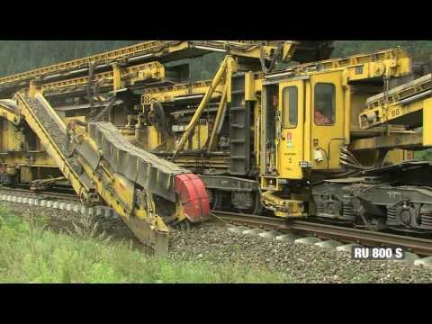 RU 800 S A Massive Machine That Renews Railroad Tracks With a Mobile Assembly