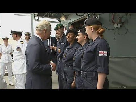 Τα βρετανικά πλοία HMS ECHO και HMC Valiant επισκέφθηκε ο πρίγκιπας Κάρολος στον Πειραιά