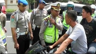 Video Polisi Ditilang Warga Karena Knalpot Racing MP3, 3GP, MP4, WEBM, AVI, FLV September 2018