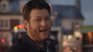 Blake Shelton - Doin' What She Likes lyrics (Portuguese translation). | She likes it when I call in sick to work