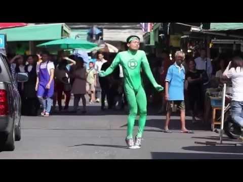 Cả khu chợ phải ngước nhìn anh ấy nhảy