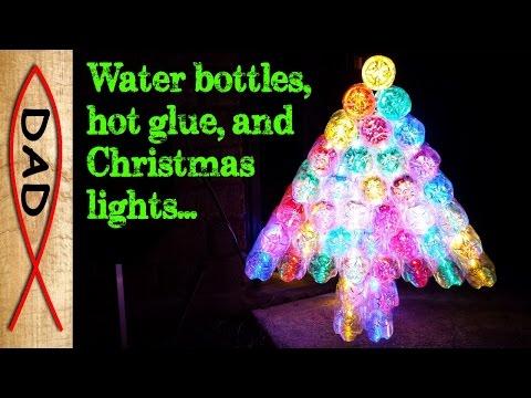 albero di natale con le bottiglie di plastica