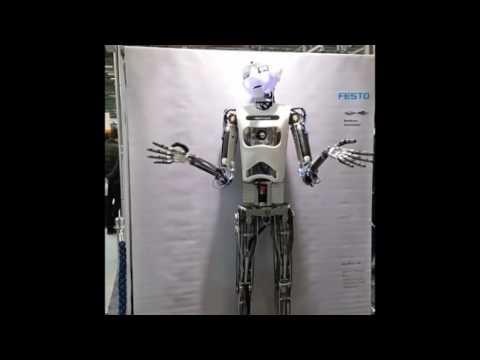 Yeni nesil robotlar… şarkı söylüyor…  havuzda yüzüyor.