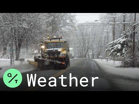 Winter Storm Pummels Northeast, Closing Schools and Canceling Flights
