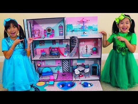 Jannie & Emma Pretend Play w/ LOL Surprise Giant Doll House Toys_A héten feltöltött legjobb vicces videók