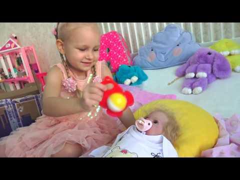 Алиса показывает своих кукол РЕБОРНОВ !!! Алиса открывает посылку с сюрпризами для реборна ! (видео)