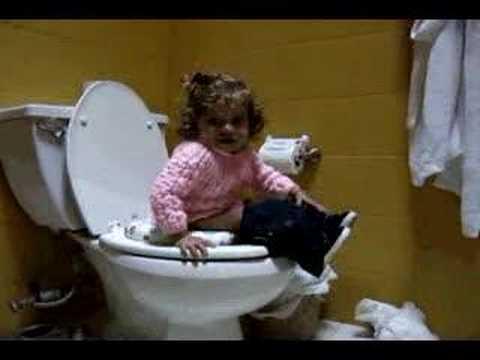 Emilia va al baño
