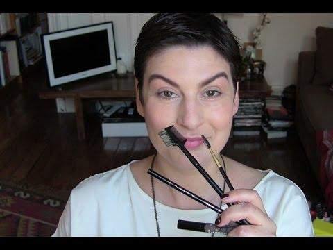 beaute Le point sourcils maquillage