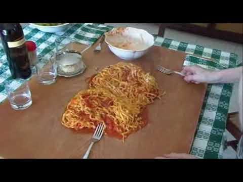 Video ricetta: le tagliatelle sulla spianatora (spianatoia)