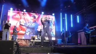 Leon Bridges - Pony [Ginuwine cover] (Houston 02.03.17) HD