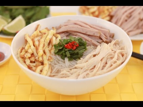 Vietnamese Vermicelli Soup with Steamed Pork Roll, Shredded Chicken and Fried Egg – Bun Thang