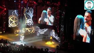¡Lo volvió a hacer! Maluma subió a una fan al escenario y le robó un beso [VIDEO]