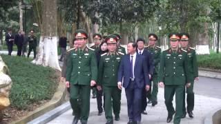 Phó Chủ tịch Quốc hội Đỗ Bá Tỵ dâng hương tưởng niệm Chủ tịch Hồ Chí Minh và trồng cây lưu niệm tại Khu Di tích K9