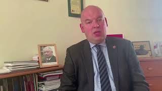 Minister ma w gabinecie portret J. Kaczyńskiego z autografem…