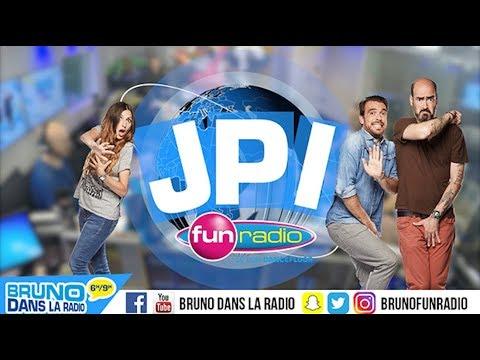 Karina présente le JPI seins nus - Bruno dans la Radio