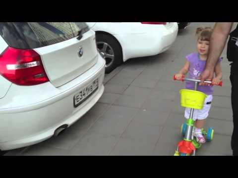2-х летняя девочка знает все марки автомобилей (видео)