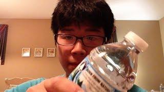 Video Il peut boire cette bouteille d'eau en 1 seconde... (•_•) MP3, 3GP, MP4, WEBM, AVI, FLV Juli 2017