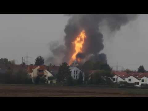 explosion - Als Ergebnis wurde eine mächtige Explosion der Gaspipeline in der deutschen Stadt Ludwigshafen ausgelöst. 1 Mann getötet und 11 - wurden verletzt. Zunächst gab es mehr als 20 Opfer. Die...