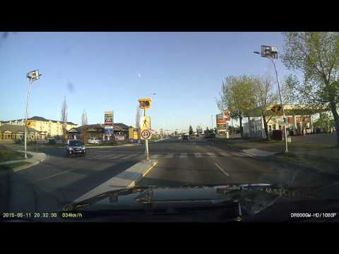 WTF...旁邊突然有輛車開超大聲的音樂呼嘯而過,三秒後竟然....我笑瘋了XD(0:10秒開始)