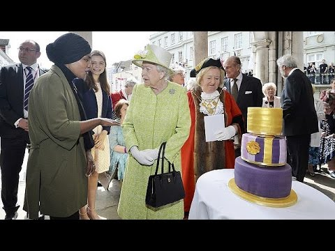 Βρετανία: Χιλιάδες ευχές στη βασίλισσα Ελισάβετ για τα 90α της γενέθλια
