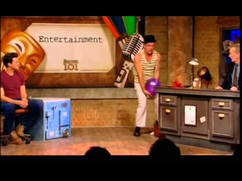 Huikea pantomiimikko Les Bubb