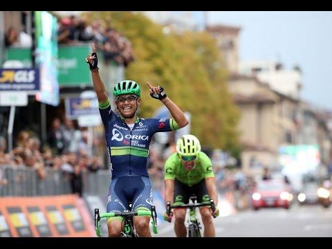 Giro di Lombardía 2016 | Bonito gesto de Esteban Chaves a Rigoberto Uran |