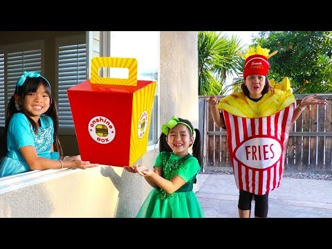 Emma & Jannie Pretend Play W/ Squishy Hamburger Fast Food Drive Thru