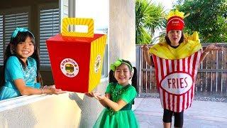 Emma & Jannie Pretend Play w/ Squishy Hamburger Fast Food Drive Thru